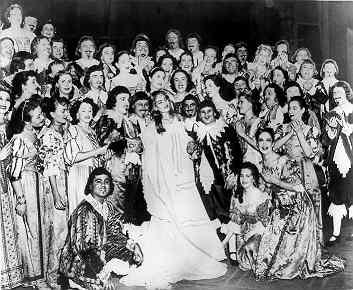 Мария Каллас с хором после спектакля Лючия ди Ламмермур